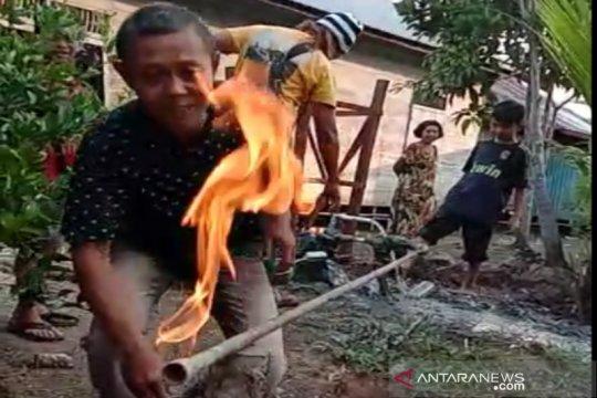 Semburan gas muncul dari sumur bor warga di Barito Kuala