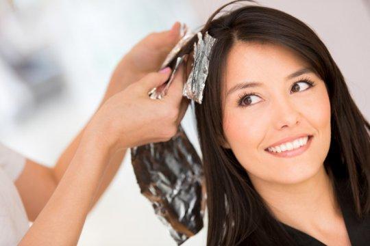Mewarnai rambut bisa tingkatkan risiko kanker payudara