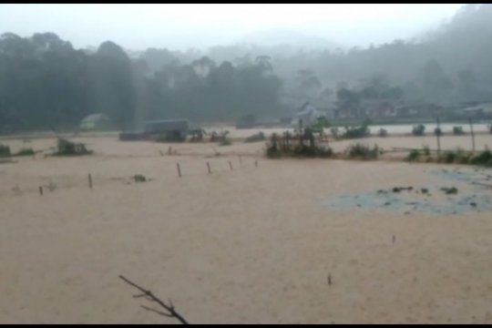 Satgas BPBD diturunkan ke lokasi banjir bandang Cibeber dan Bayah