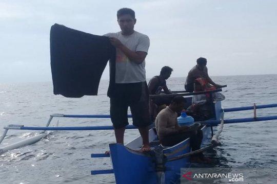 Tim SAR Kendari temukan baju kaos milik nelayan hilang