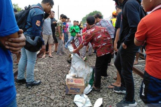 Pedagang kue tewas tersambar kereta di perlintasan Stasiun Buaran