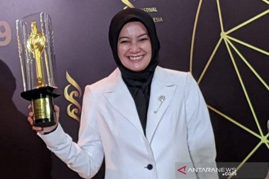 Piala Citra Pendukung Wanita Terbaik diraih Cut Mini di FFI 2019
