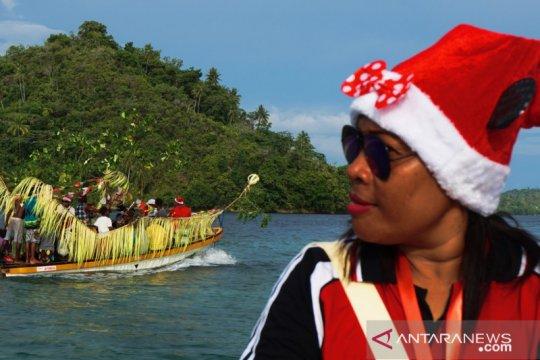 Undangan Natal gunakan perahu hias