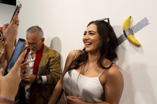 Heboh, pisang instalasi seni seharga Rp1,6 miliar dimakan seniman