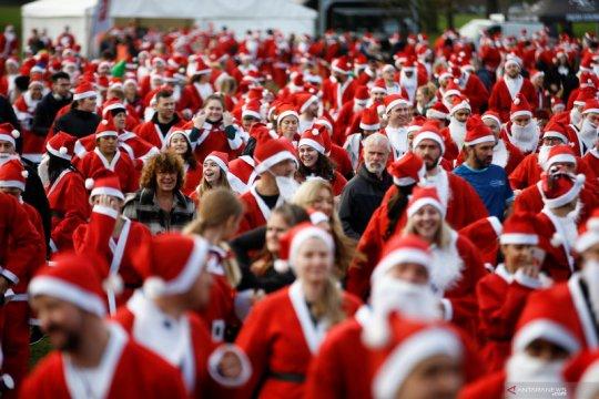 """Sambut natal, ribuan orang ikuti """"Santa Run"""" di London"""