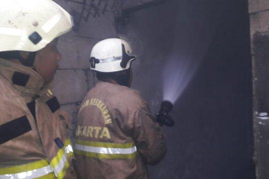 Gudang produksi mebel di Pulogebang terbakar