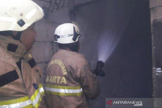Ditinggal kerja pemiliknya, rumah di Cipayung terbakar