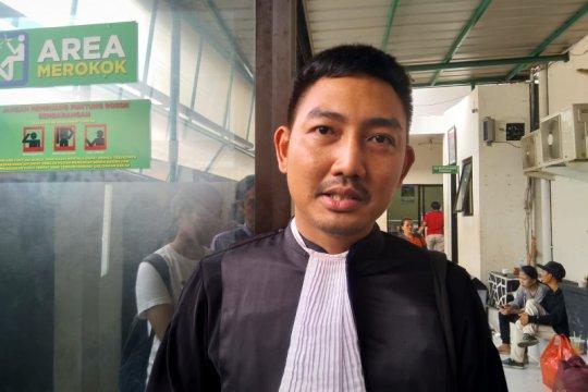 Terdakwa kasus 'bau ikan asin' didakwa tiga pasal alternatif UU ITE