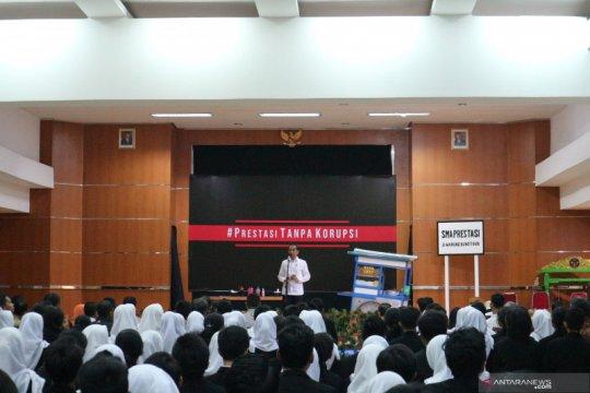 Presiden Jokowi: program pemberantasan korupsi perlu dievaluasi