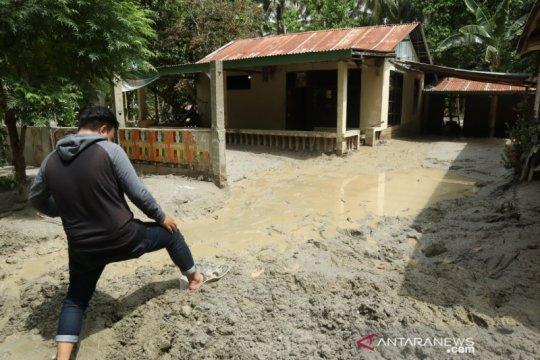 41 rumah warga Desa Poi tertimbun lumpur, akses jalan Palu-Sigi putus