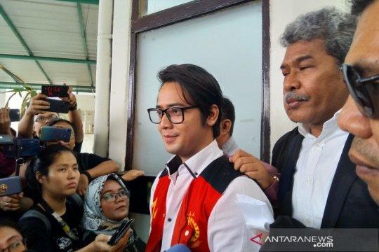 Kris Hatta divonis lima bulan penjara