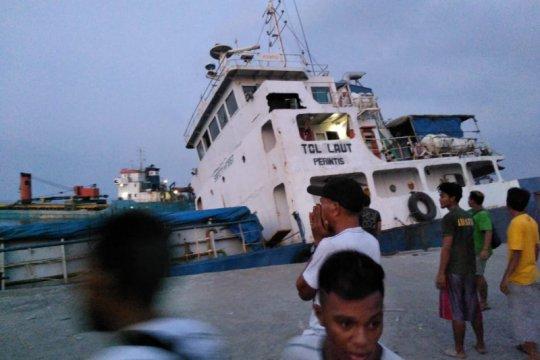 Flash - Kapal tol laut tenggelam di Pelabuhan Lewoleba