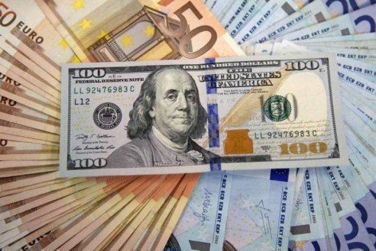 Dolar tergelincir saat investor tunggu pembicaraan stimulus Washington