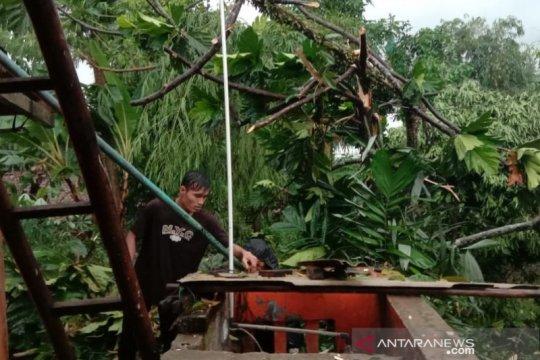 Puluhan rumah di Ciutara Sukabumi rusak diterjang puting beliung