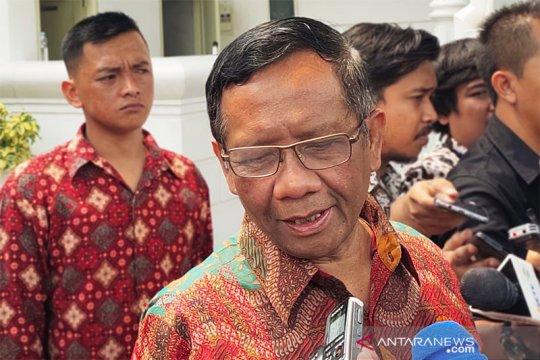 Jokowi minta Menko Polhukam kawal penyelesaian kasus pelanggaran HAM