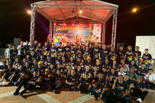 Komunitas Honda CR-V bersih-bersih pantai pada jambore nasional 2019