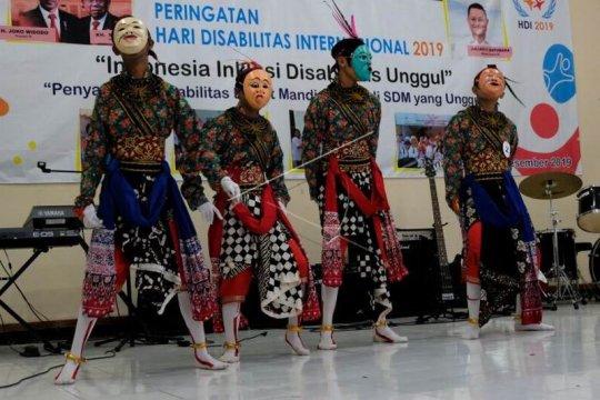 Parade kesenian memperingati Hari Disabilitas Internasional Page 1 Small