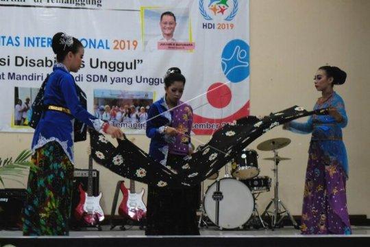 Parade kesenian memperingati Hari Disabilitas Internasional Page 2 Small