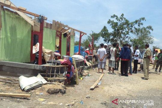 Angin kencang rusak dua rumah di Sumbawa Barat