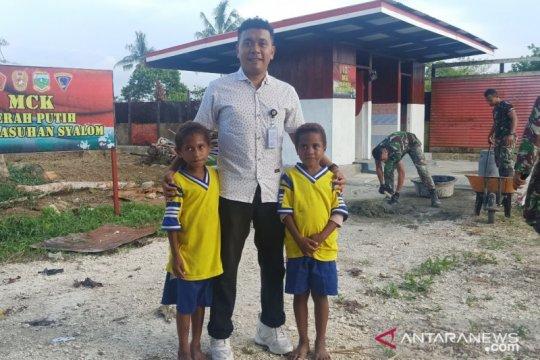 Staf Khusus Presiden apresiasi MCK buatan Yonif 713/ST