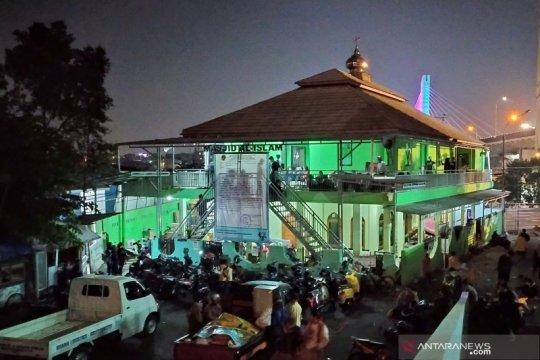 Usai pembongkaran, warga Tamansari Bandung mengungsi ke masjid