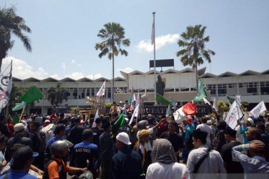 """""""Topi Bangsa"""" aksi damai 1212 di Jember"""