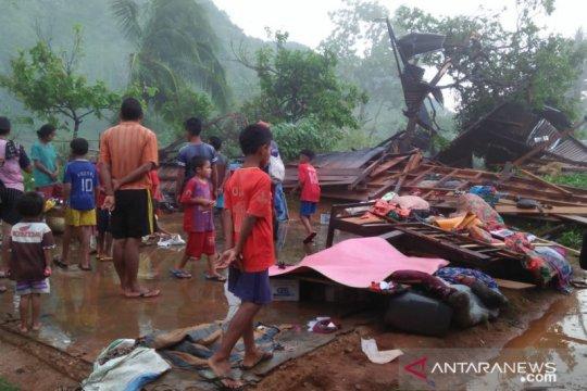 Puting beliung rusak empat rumah dan satu gereja di Manggarai Barat