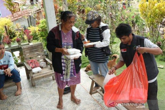 Korban banjir bandang Sigi diberi bantuan ratusan paket ACT Sulteng