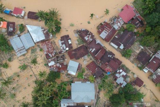 Banjir pemukiman Solok Selatan