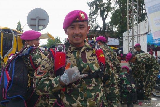 "Prajurit TNI-AL ""Urang Awak"" bangga ikut terjun payung di Pariaman"