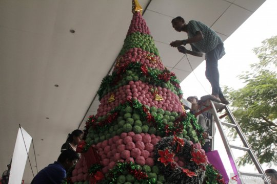 Lomba menghias pohon  Natal di NTT