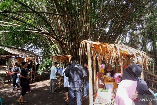 Berburu kuliner tradisional di pasar seni rakyat Huntu Selatan