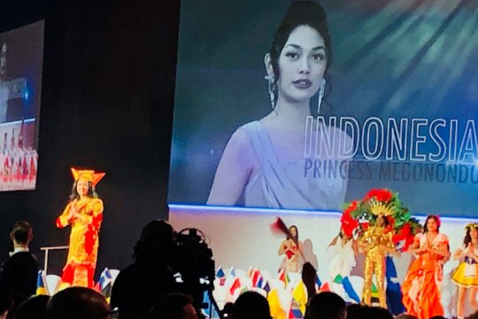 Princess Megonondo tampil di ajang Miss World London