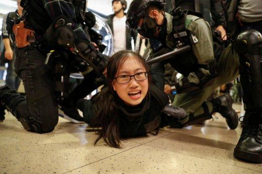 Massa Hong Kong ricuh jelang pertemuan Xi - Lam