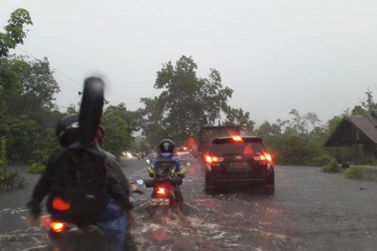BPBD Kalbar diminta turun ke lokasi banjir jalan Trans Kalimantan