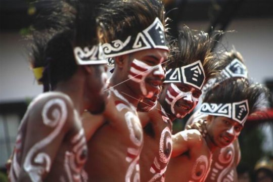 Festival budaya Indonesia satu Page 1 Small