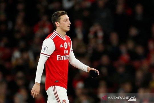 Mesut Ozil tolak kesepakatan pemotongan gaji 12,5 persen