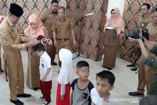 6.682 siswa SD dan SMP di Tanjungpinang dapat seragam sekolah gratis