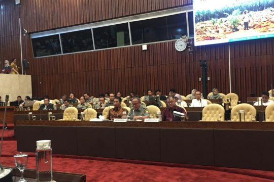 Panggil BPDPKS, DPR pertanyakan penyaluran dana pungutan kelapa sawit