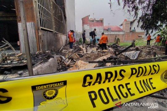 Puslabfor olah TKP kebakaran ruko yang menewaskan tiga orang