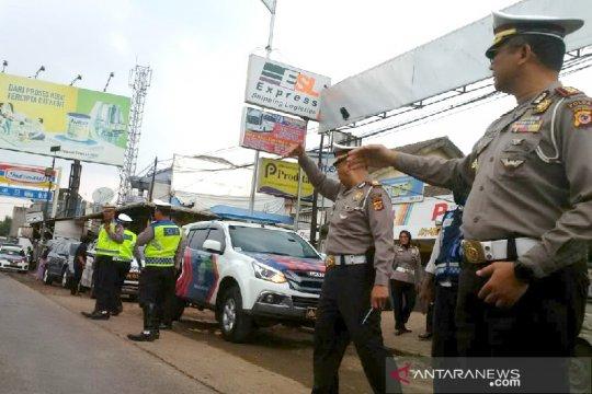 Polda Jawa Barat larang warga berwisata menggunakan mobil bak terbuka