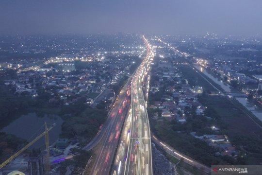 Pemudik diimbau hati-hati saat melintasi Tol Elevated Jakarta-Cikampek
