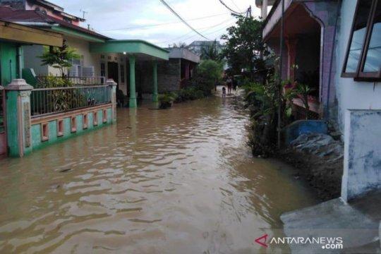 Banjir menggenangi permukiman warga di Kota Tebing Tinggi