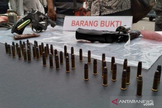 Polisi Karawang tangkap pelaku dan pembeli senpi rakitan
