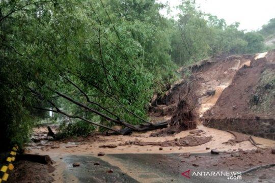 Longsor terjadi di Jalan Soreang-Ciwidey Kabupaten Bandung