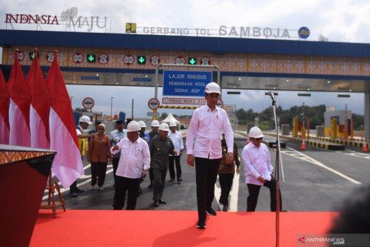 Presiden Jokowi resmikan jalan tol pertama di Kalimantan