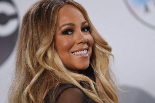 Mariah Carey kolaborasi bareng Ariana Grande untuk acara Natal