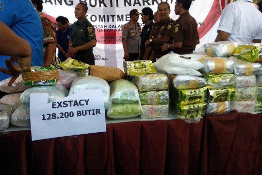 Polda dan BNNP Lampung musnahkan barang bukti narkoba