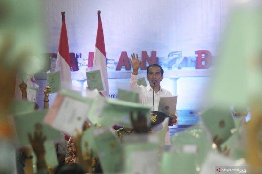 Jokowi ungkap alasan setiap ke daerah selalu bagi-bagi sertifikat