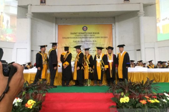 Universitas Haluoleo Kendaru kukuhkan dua guru besar